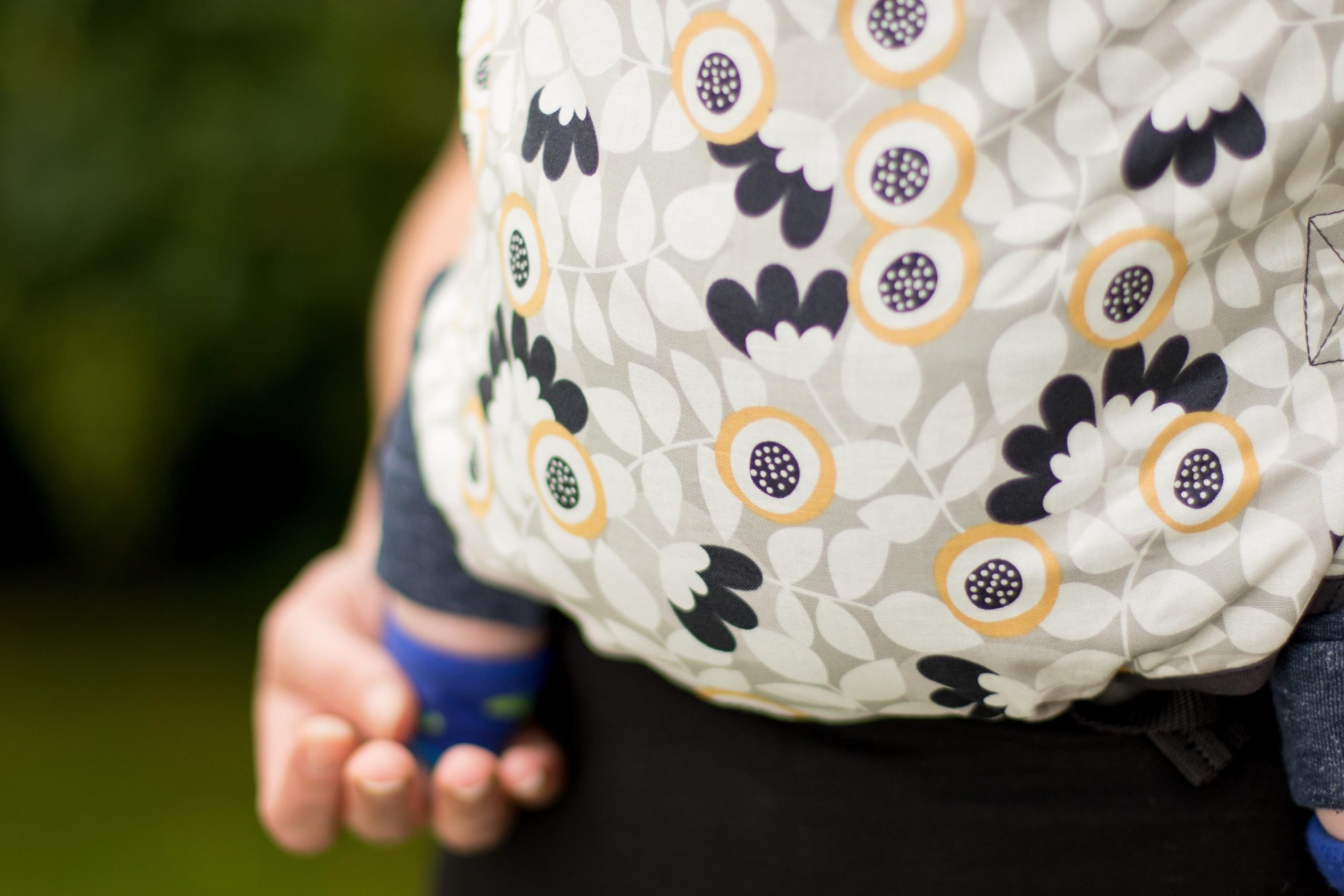 KahuBaby Carrier gives you simple togetherness, in our Flourish print.