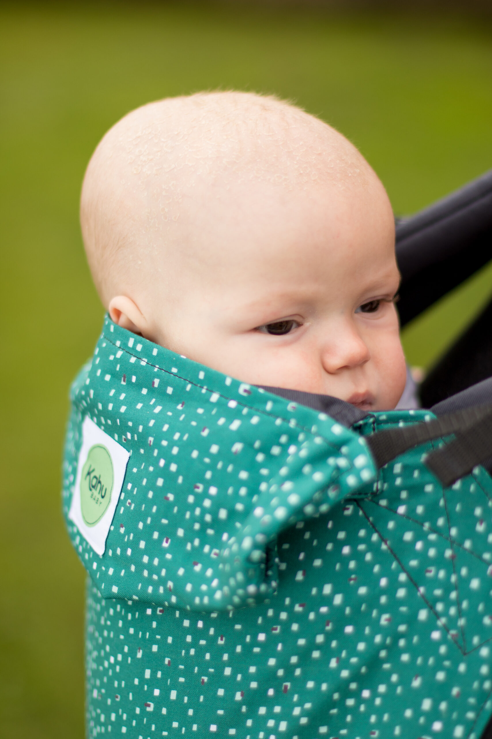 Carry your baby in a front carry, just one of four positions with KahuBaby. Pine Dash print.